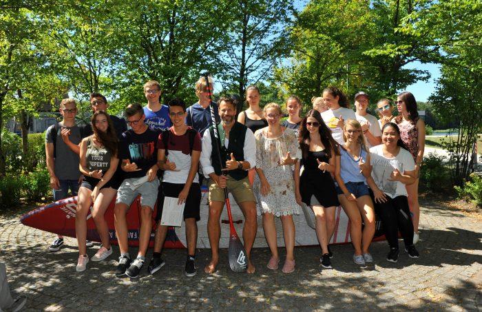 Pure Water for Generations-Tag am Johann-Michael-Sailer-Gymnasium von Pascal Rösler beim Film 2467 km beim Stand up paddeln auf der Donau